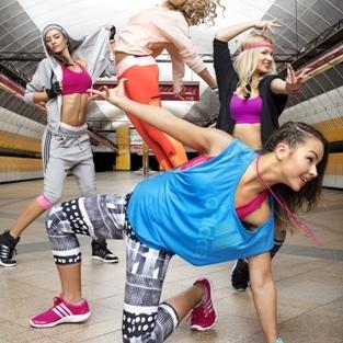 Nová tanečná kolekcia adidas podporuje ženskosť a sebavedomie. Zmes farieb a  štýlov vás dostane! 007af435b59